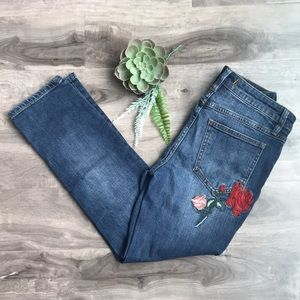 ⭐️HOST PICK!⭐️ FREE PEOPLE embroidered Four Seasons Cropped jeans